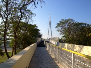 Footbridge adjoining the two halves of Zabeel Park